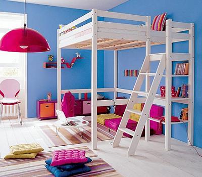 Decoraci n ahorra espacio en tu cuarto con una cama alta for Habitaciones con camas altas