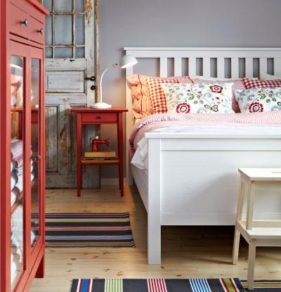 5 dormitorios ikea for Mesillas de habitacion