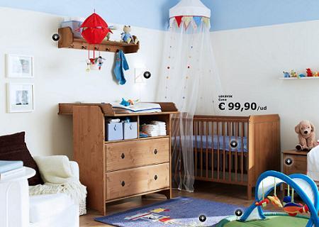 Un dormitorio para bebé de Ikea, con cuna y cambiador