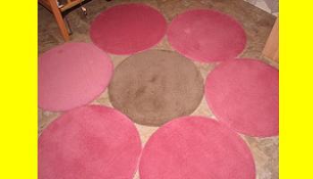 Alfombra con forma de flor a partir de alfombras ringum de for Alfombras redondas ikea